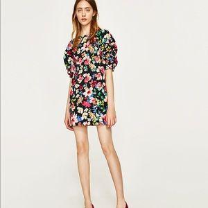Zara / Basic / Floral Puffy Sleeve Low Back Dress